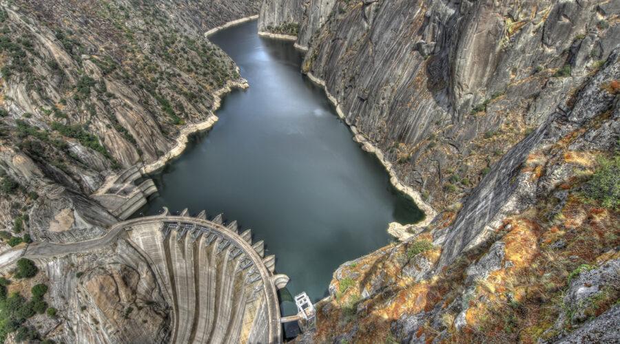 hydroelectric-aldeadávila-dam-on-river-douro